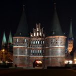 maren_winter_holstentor_nacht